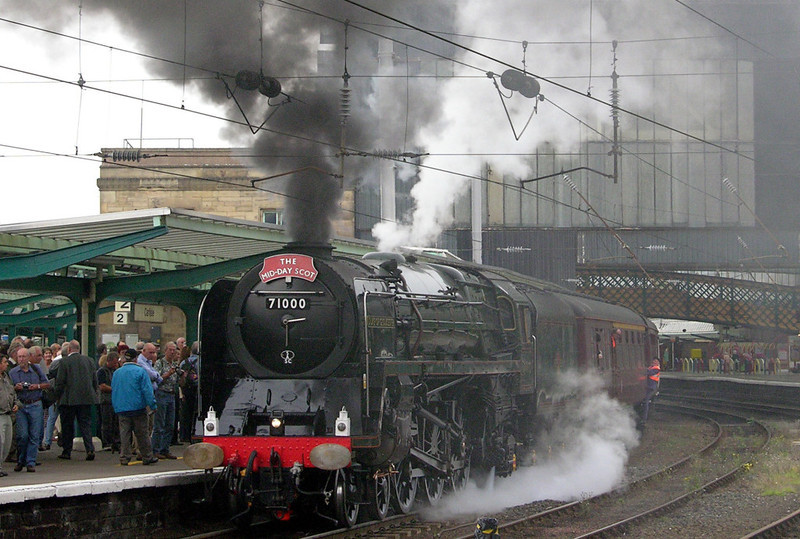 71000 Duke of Gloucester, 1Z72, Carlisle, Fri 10 September 2004 - 1549.  The Duke prepares for the run over Shap back to Preston.  90024 then took the Citadel Express back to Euston.