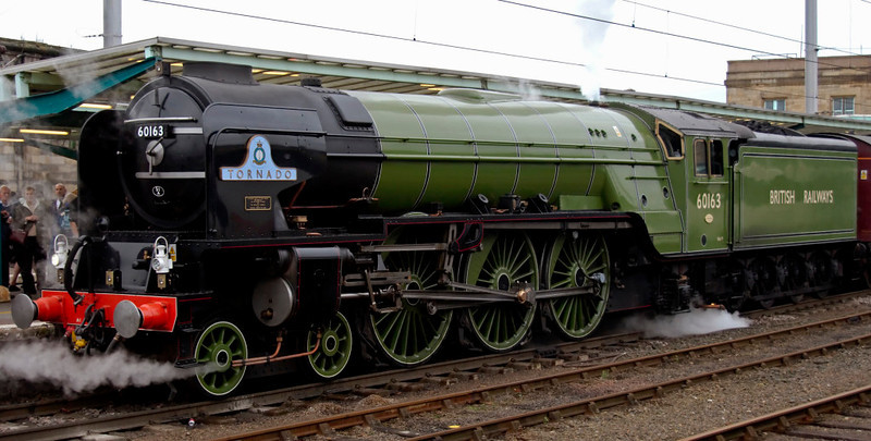 60163 Tornado, 1Z81, Carlisle, 10 October 2009 - 1704       Tornado stands ready for its first ever run over Shap, due away at 1712.