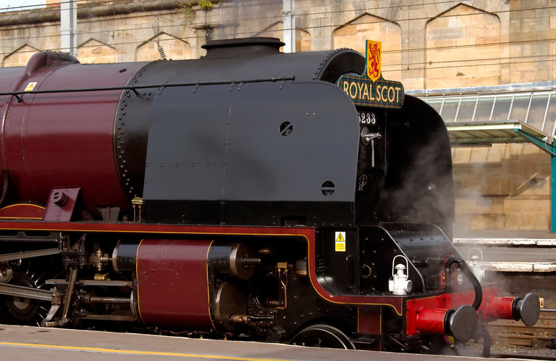 6233 Duchess of Sutherland, 1Z27, Carlisle, 10 October 2009 1 - 1457      ...the Duchess, sporting the handsome 'Royal Scot' headboard for what was expected to be its final run over Shap before overhaul.