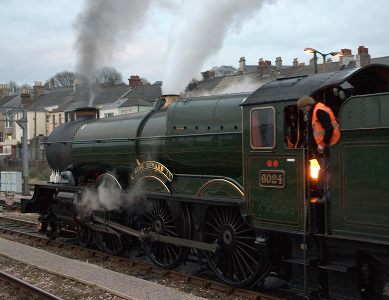 6024 King Edward I, Plymouth, Sat 29 January 2005 6 - 1657.   We eventually left Plymouth 30 minutes late, at 1710.