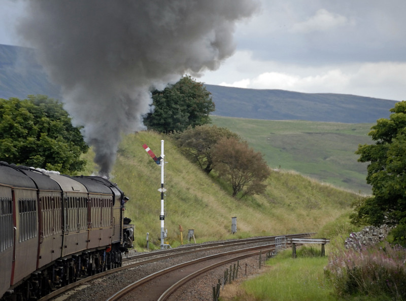 5690 Leander, 1Z25, climbing away from Kirkby Stephen, Wed 25 Aug 2010 - 1657