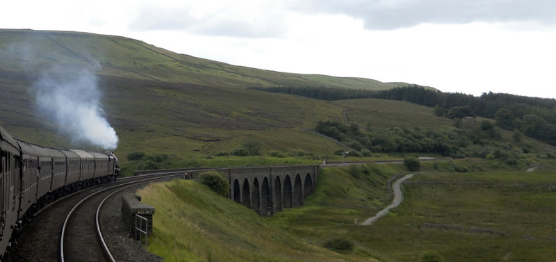 5690 Leander, 1Z25, approaching Lunds viaduct and Garsdale, Wed 25 Aug 2010 - 1716