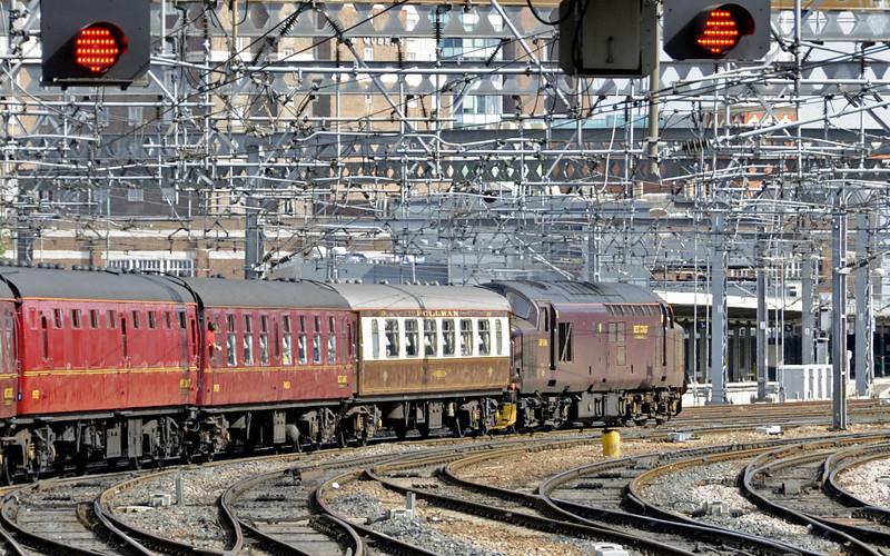37516, 1Z20, passing Leeds, Sat 8 September 2012 - 1217