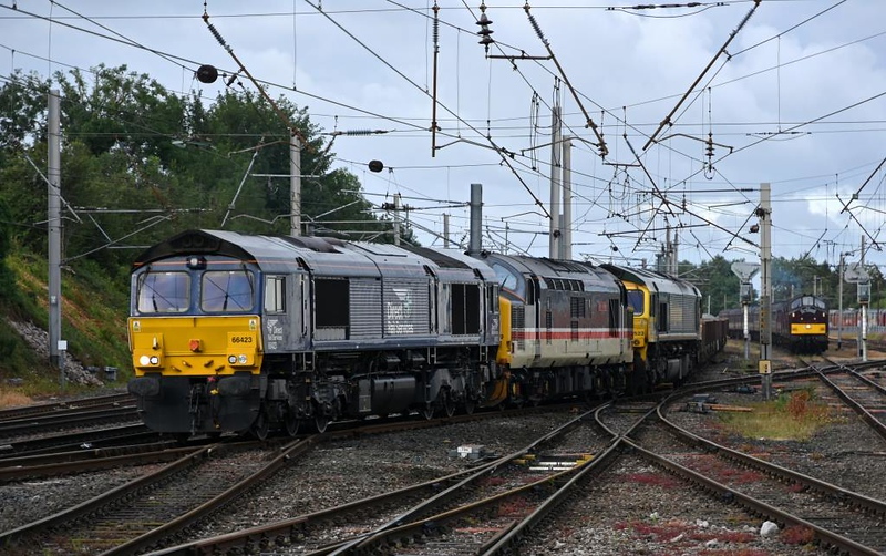 66423, 37419 Carl Haviland & 66523 (6C02) & 37669 + 37685 Loch Arkaig (5Z25), Carnforth, Thurs 18 July 2019 - 0710.  DRS's 0419 but 0510 Basford Hall - Carlisle yard departmental pulls out of the goods loop as the WCRC 37s stand with the stock for the Scarborough Spa Express.  37419 was on its way to the DRS open day at Kingmoor on the 20th.