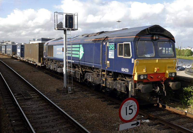 66429, 4N83, Aberdeen, Fri 18 June 2010 - 1825    DRS's 1820 intermodal to Grangemouth.