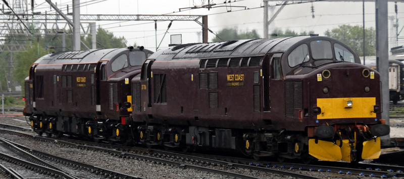 37685 & 37706, Crewe, Sat 29 May 2010 - 0840      The WCRC locos uncouple to be replaced by ...