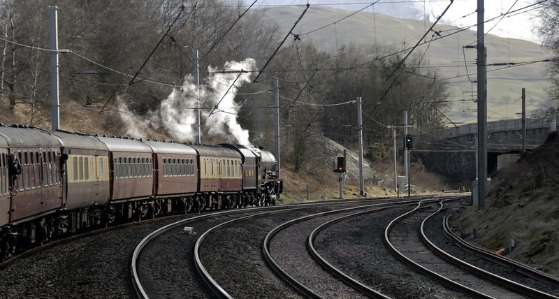 6201 Princess Elizabeth, 1Z90, Grayrigg, Thurs 1 April 2010 - 0943     'The Waverley' makes its booked stop in the loop about 20 minutes late.