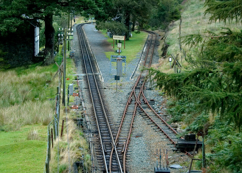 Ddualt Spiral, 26 August 2009 - 1447    Looking north over Ddualt.  David Lloyd George's train will shortly curve sharp left onto the line at left, and pass under the bridge it is now crossing.  (The line at right is a siding.)