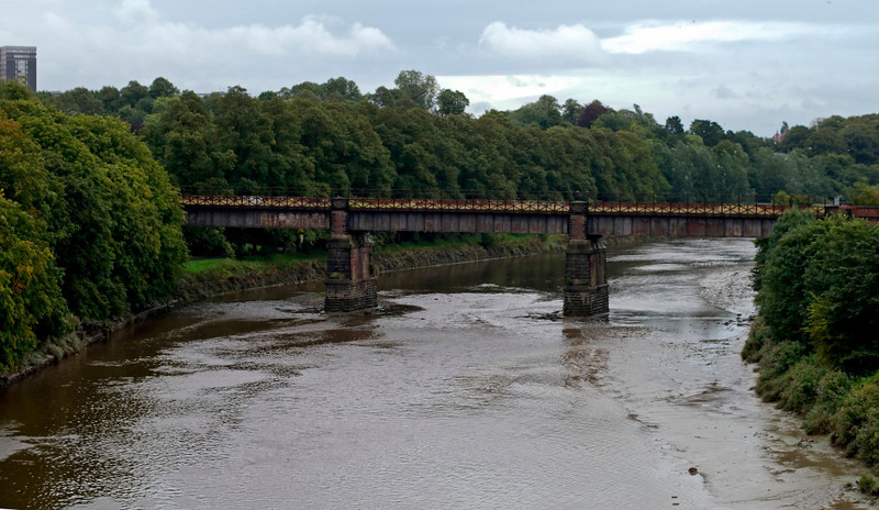 Crossing the River Ribble, 26 August 2009 - 0828    Looking east to the abandoned East Lancashire Railway bridge.