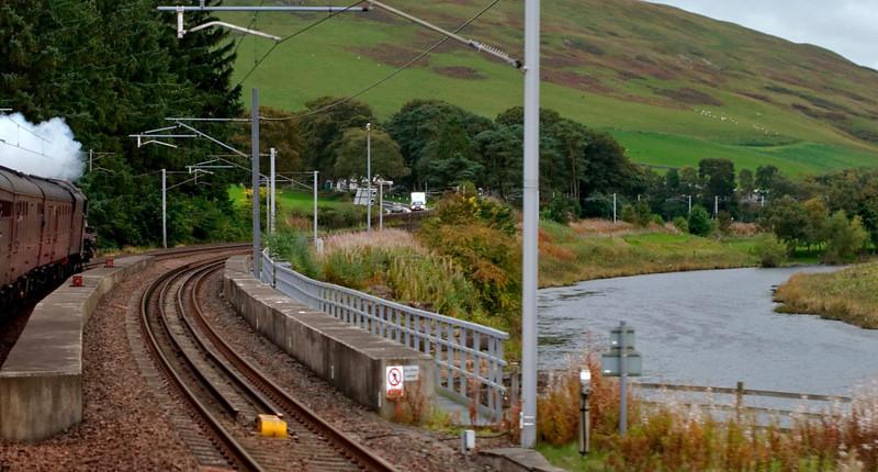 5690 Leander, 1Z28, crossing the Clyde, Lamington, 27 September 2009 - 1755
