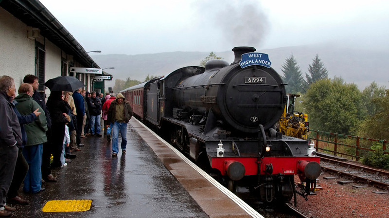 61994 The Great Marquess, 1Z28, Crianlarich, 27 September 2009 - 1238      The K4 brought the 'West Highlander' into Crianlarich 15 minutes early, at 1147.  We spent an hour here, taking water and crossing fhe 0955 Queen Street- Oban (156493).