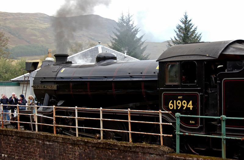 61994 The Great Marquess, 1Z24, Crianlarich, 26 September 2009 1 - 0915    The 'West Highlander' was booked to spend some 90 minutes at Crianlarich, partly to take water, and partly to cross service trains from and to Glasgow.
