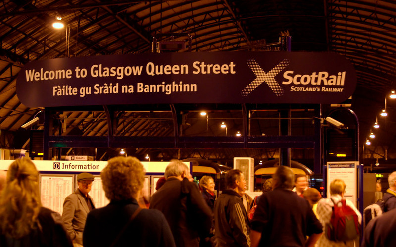Arriving at Glasgow Queen Street, 26 September 2009 - 0554