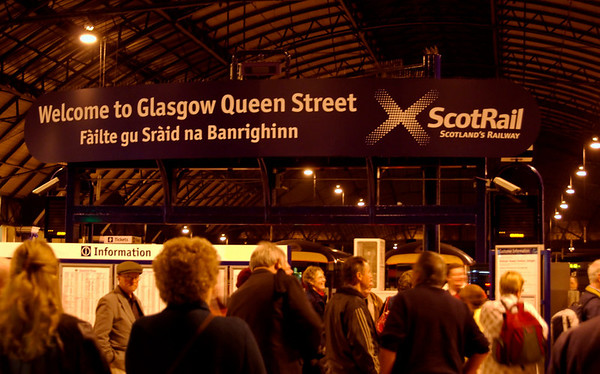 Arriving at Glasgow Queen Street, 26 September 2009 - 0554