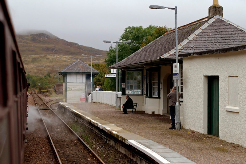 62005 Lord of the Isles, 1Z26, Arisaig, 26 September 2009 - 1722     Britain's most westerly station, and the 'West Highlander' waits to cross First ScotRail's 1221 from Glasgow Queen Street.  It arrived slightly late at 1731, formed of 156456 & 156474.