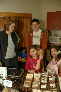 Emily Damiano of Saratoga Cookies with her helpers-son AJ, and granddaughters Angelina and Sophia. photo by Tony Bucca