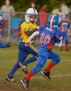 Saratoga's Ryan Flatley looks towards a pursuing Nate Angell during Saturday's Pop Warner Mighty Mite game against South Glens Falls. Ed Burke 1010/09