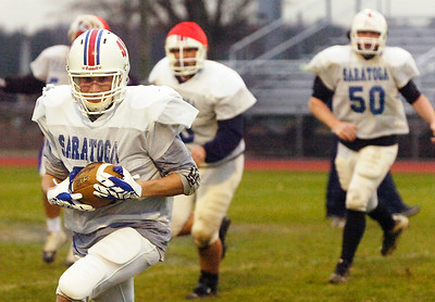 Saratoga Tight-end Jon Noonan runs with the ball during their practice Thursday afternoon before their State Semifinal game on Saturday. Photo Erica Miller 11/19/09 spt_TogaPract3_Fri