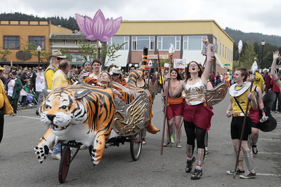 Shaun Walker/The Times-Standard  Tiger and Amazons from the Eureka High School EAST Lab rolls up to the stage at the Kinetic Grand Championship on Saturday.