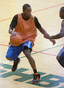 NY Knicks rookie guard Toney Douglas works the floor during Wednesday's practice at Skidmore College. Ed Burke 9/30/09