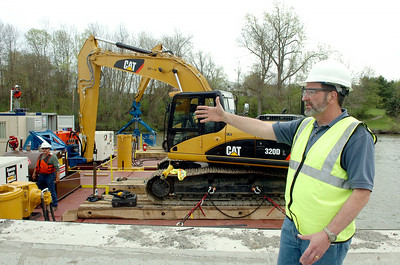 Manager, site evaluation and remediation program John Haggard talks about some of the new equipment for the dredging project. photo Rick Gargiulo  hudson river dredging project news_dredg4_fri 4/30/09