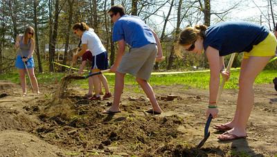 Skidmore College students dig up soil Sunday in preparation for a new 2,400-square-foot garden across from the main campus on North Broadway, next to the Colton Alumni Welcome Center. Students will use the beds to grow vegetables and herbs for their dining hall.  Photo Erica Miller 4/26/09 news_Garden1_Mon