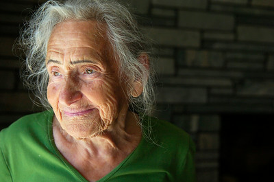 Holocaust Survivor Claire Rudnick in her home. Photo Erica Miller 8/31/10 news_Rudnick4_up