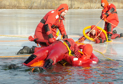 Quaker Springs Volunteer Fire Department geared up in waterproof jumpsuits in water rescue practices and training on the Saratoga Lake early Saturday morning. Photo Erica Miller 1/30/10 news_WaterRescue4_Sun