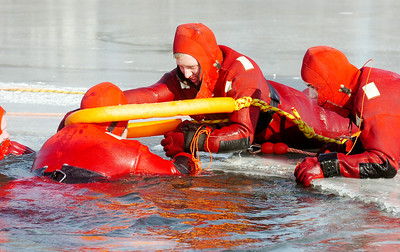 Quaker Springs Volunteer Fire Department geared up in waterproof jumpsuits in water rescue practices and training on the Saratoga Lake early Saturday morning. Photo Erica Miller 1/30/10 news_WaterRescue3_Sun