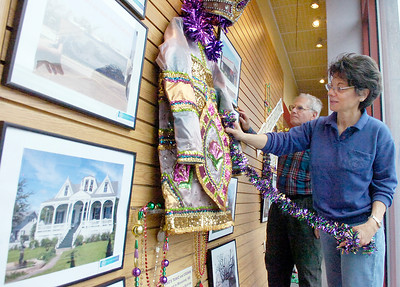 Sandra Capecci and Ron Maenza, Board Member and former past president, put the final touches on the walls in Boarders with Mardi Gras theme for the Giving Circle Tuesday morning. Photo Erica Miller 3/30/10 news_MardiGras1_Wed