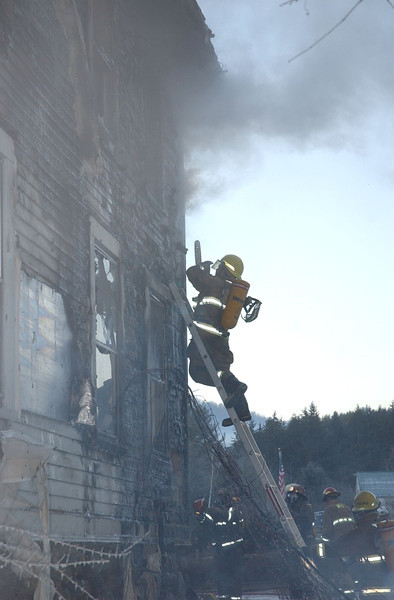 Fire destroys barn, damages W'town home