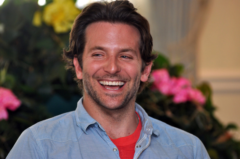 with Jen story<br /> Gillian Jones/North Adams Transcript<br /> Bradley Cooper laughs during a press conference for The Elephant Man at The Williams Inn Tuesday afternoon.
