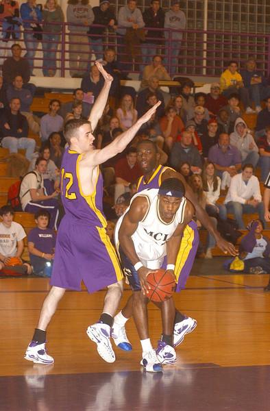 Williams mens hoop vs. MCLA