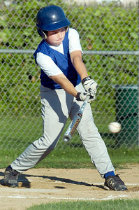 Saratoga American's Colin Bradley up to bat during their game against Saratoga National's 11-U little league Championship at East Side Rec Monday evening. Photo Erica Miller 7/26/10 spt_AmNat'l3_Tues