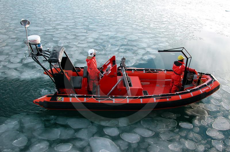 (53) Zodiac at sea to recover mooring
