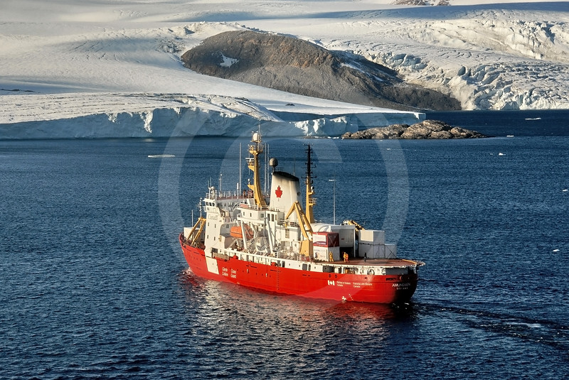 (189) CCGS Amundsen near the Belcher Glacier, Nunavut