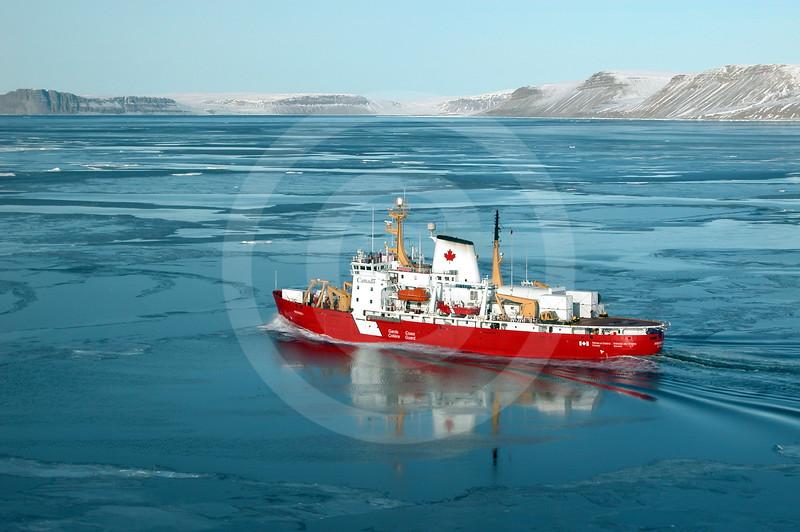 (24) The CCGS Amundsen in the Amundsen Gulf