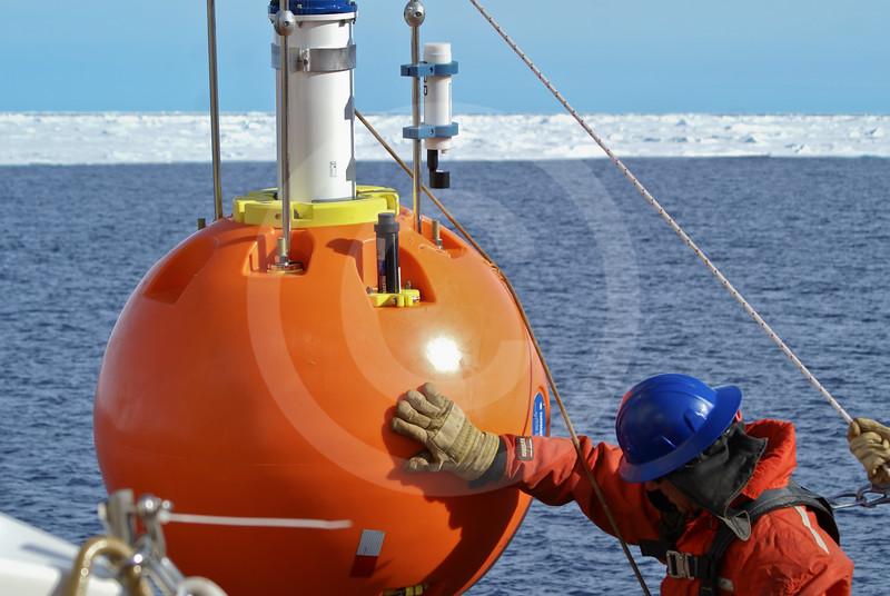 (600) Oceanographic mooring deployment