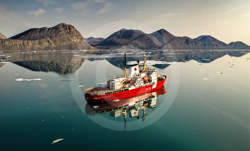 (2324) The summer beauty of the Canadian Arctic