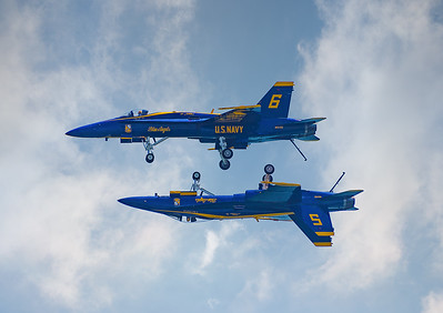 World Famous Blue Angels Double Farvel