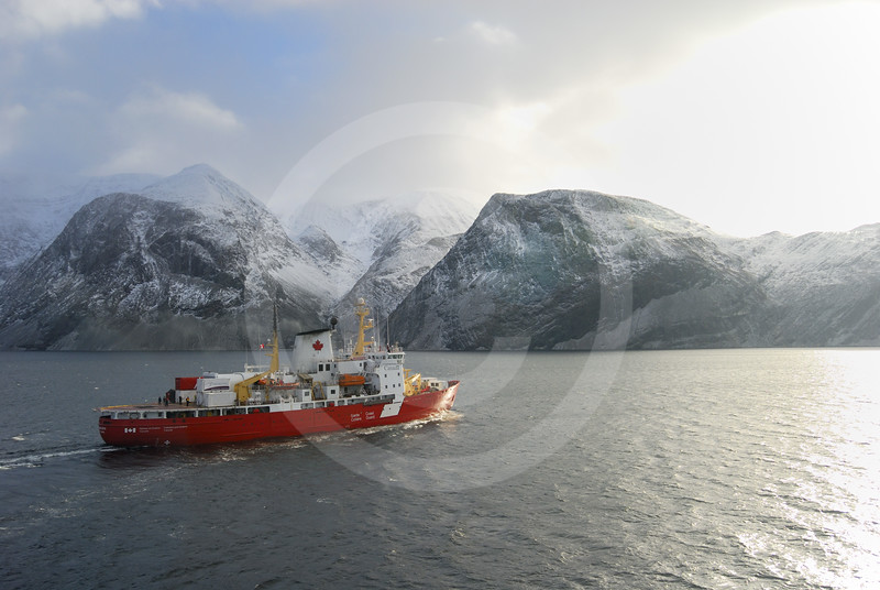 (91) CCGS Amundsen in Saglek fjord, northern Labrador