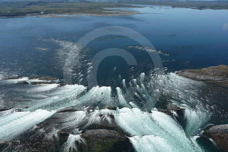 (2216) Powerful ebb tidal current in Leaf Basin (Ungava Bay).
