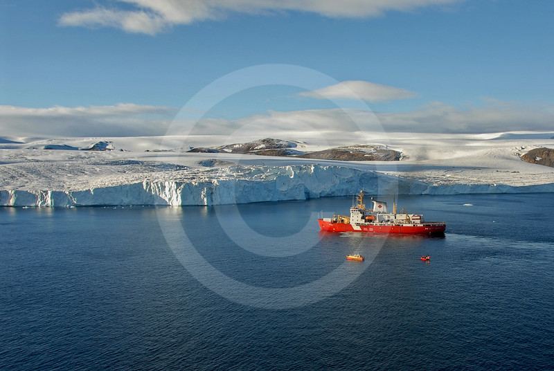 (164) CCGS Amundsen and launch vessels near Belcher glacier