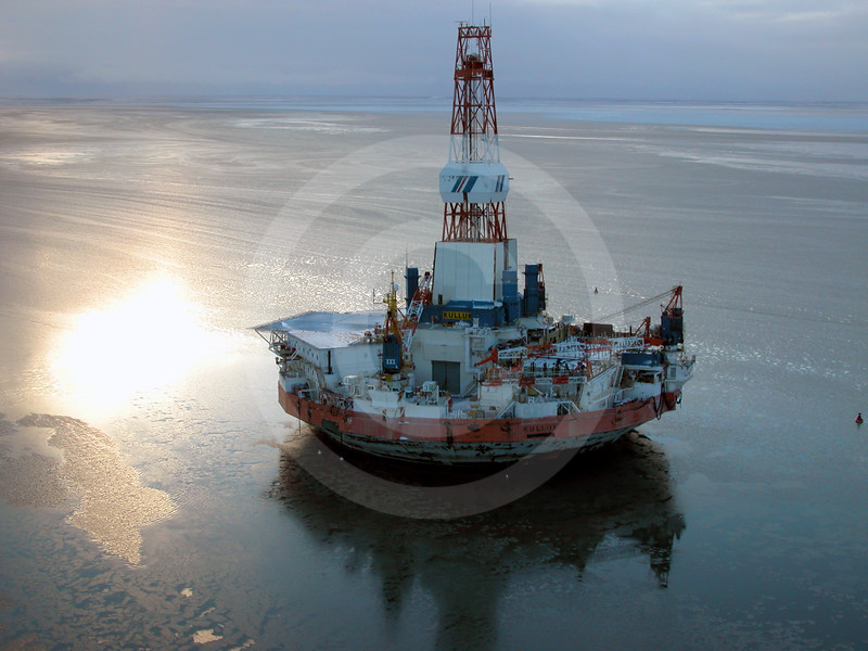 (112) Kulluk drilling platform in the Beaufort Sea