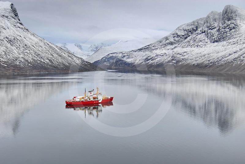 (89) CCGS Amundsen in Nachvak fjord, northern Labrador