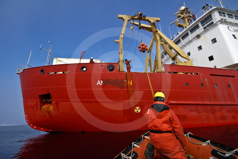 (581) Deployment of an ArcticNet oceanographic mooring from the CCGS Amundsen in the Beaufort Sea