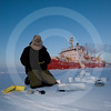 (335) Scientists study snow around the overwintering CCGS Amundsen during the CFL program