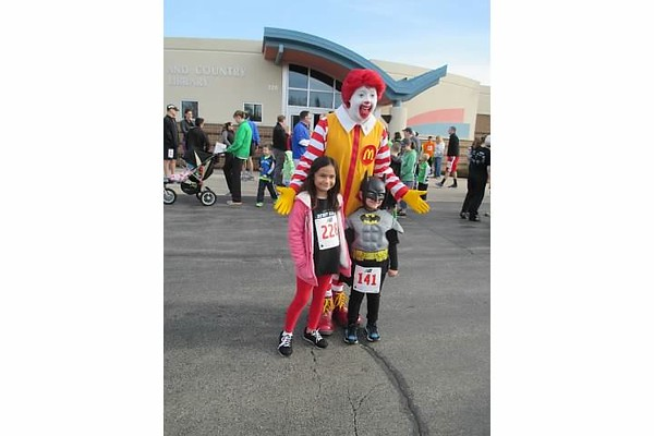 Ronald poses with some friends before the race<br /> <br /> Photographer's Name: julie travers<br /> Photographer's City and State: elmhurst, IL