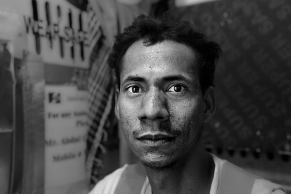 Trabalhador da construção civil em Dammam, naquele que será em breve o maior centro cultural do Médio Oriente.<br /> 2013