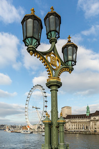 Old street light on Wesminster bridge.